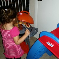 Reviews By Chelsea: Summer Fun with Little Tikes Sizzle & Serve Grill #littletikes #SummerFun #PretendCooking #ToddlerPlayDateGuide